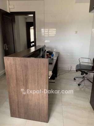 Bureau secretariat avec chaise dimensions 2.4x0. image 2