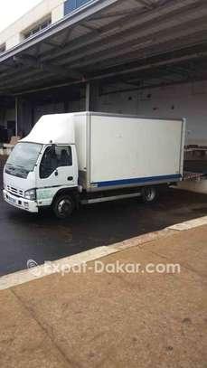 Camion utilitaire  à louer image 2