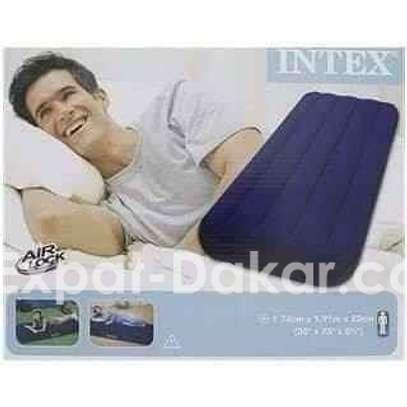 Matelas gonflable pneumatique Intex Pour 1 personn image 1
