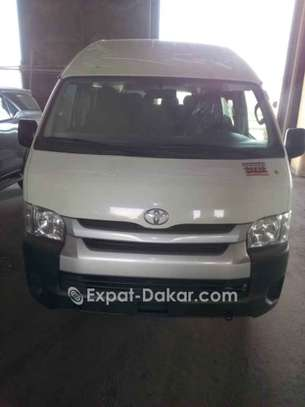 Location minibus Toyota Hiace 15 places Toit Haut image 1