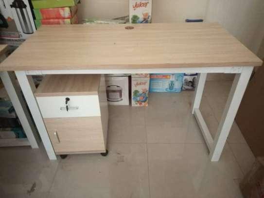 Table en bois image 1