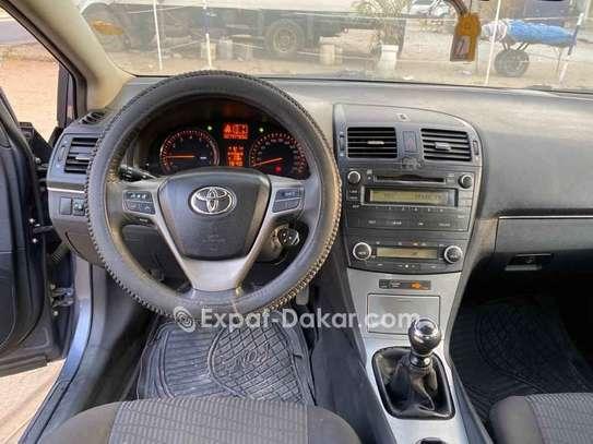 Toyota Avensis 2010 image 2