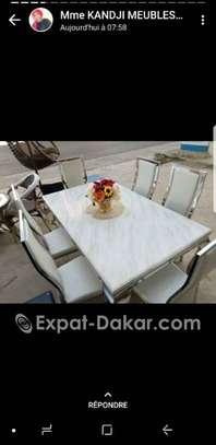 Bonjour je vends les tables amonje marbré 6 place image 1