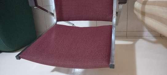 Chaises en fer et fauteuils image 4