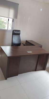 Table et fauteuil Bureau image 1