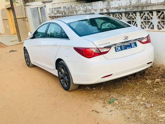 Hyundai sonata image 2