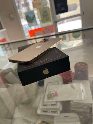 iPhone 12 pro 128 gb gold image 4