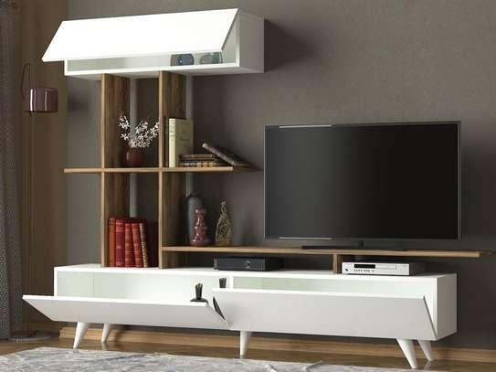 Table TV avec étagère murale image 13
