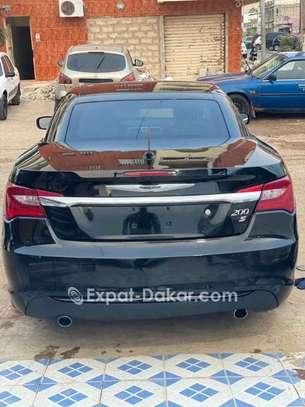 Chrysler 2011 image 2