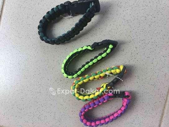 Bracelet en fil parachute image 1