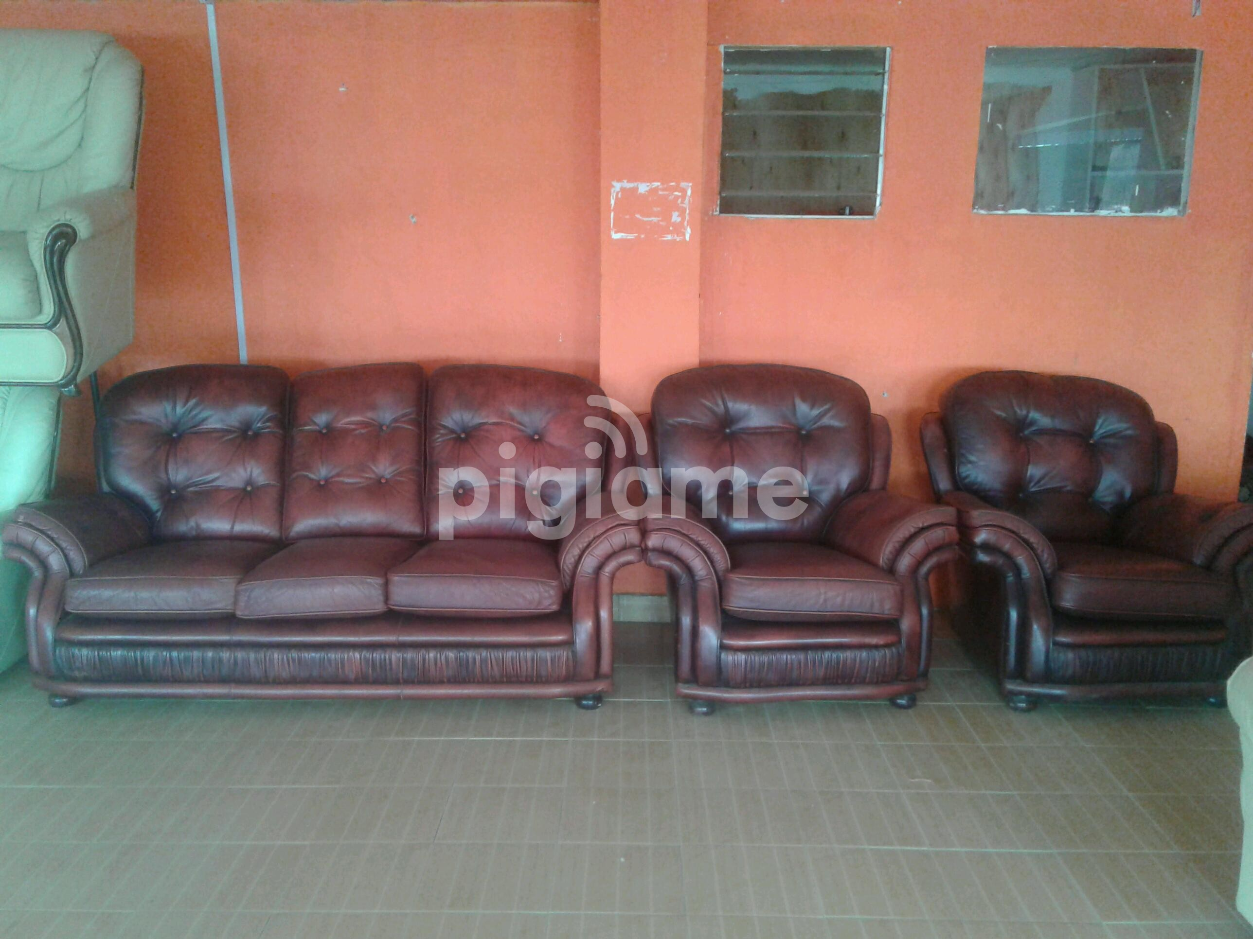 Used Abroad Comfy Ex Uk Leather Sofas At Ksh 130 000