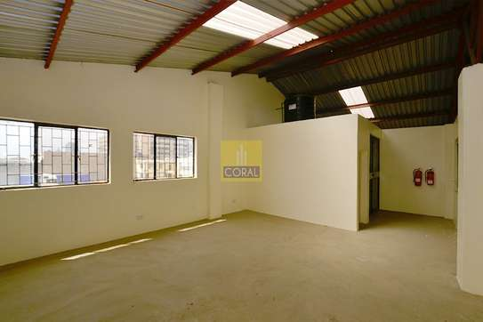6000 ft² warehouse for rent in Industrial Area image 10