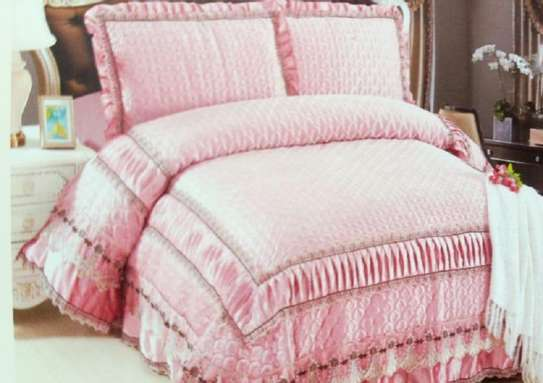bed cover pink print