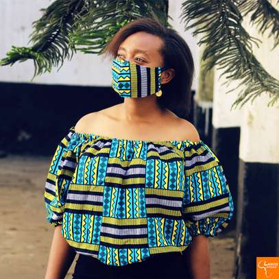 Off shoulder african print image 2