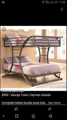 Metalic C design decker bed