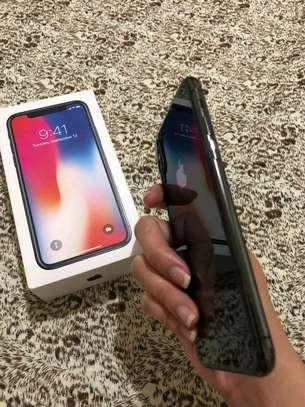 Apple Iphone X Black The 256 Gigabytes Version image 3