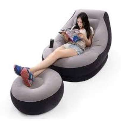 inflatable luxury seat with footrest image 1