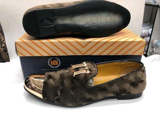 Ladies shoe image 3