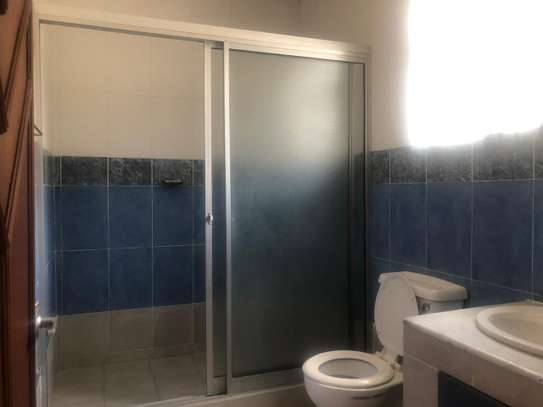 6 bedroom house for rent in Gigiri image 5