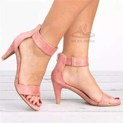 Low heel shoes image 4
