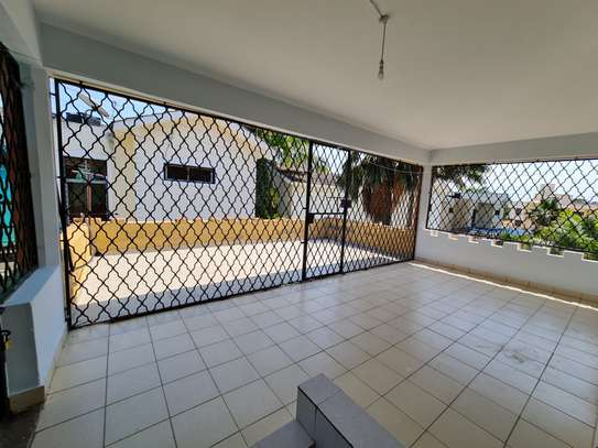 4 bedroom house for rent in Nyali Area image 17