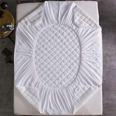 Waterproof mattress protector image 4