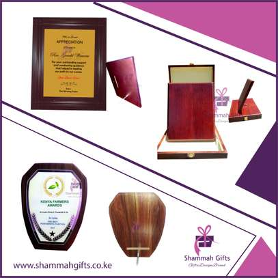 Get Elegant high quality Wooden Plaques for awards/trophies customize image 1