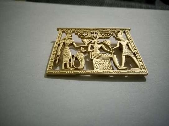 Royalty Brooch pin