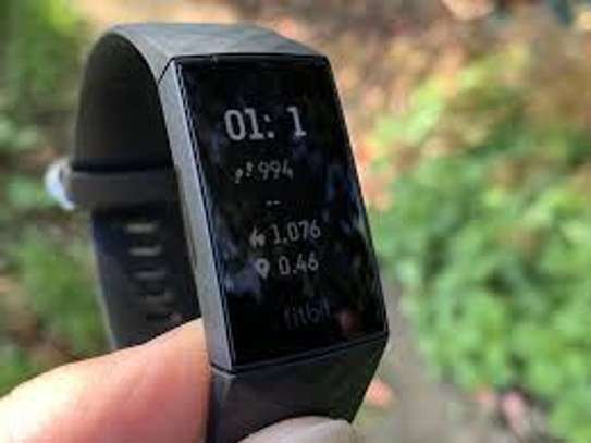 FITBIT Charge 4 image 2