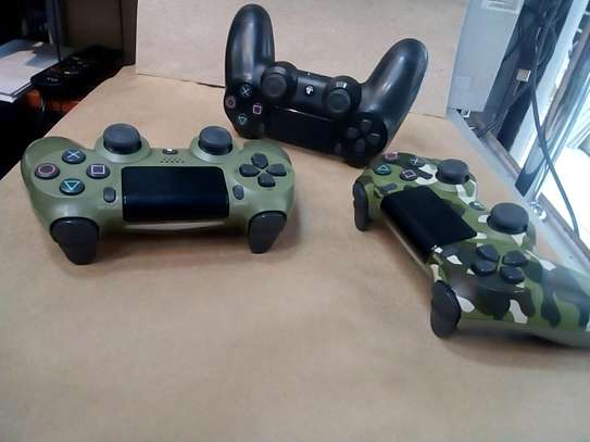 Used Ps4 Controllers image 1