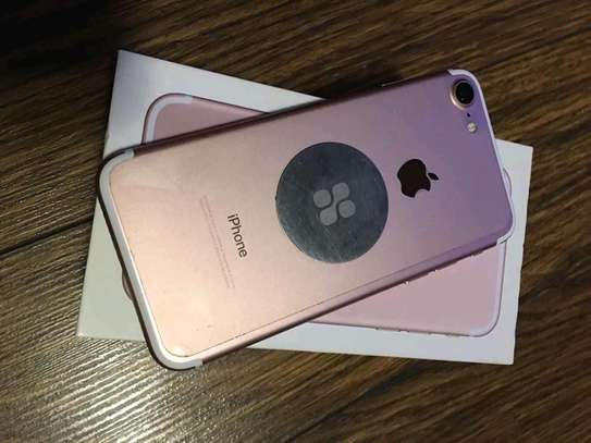 Apple Iphone 7 / 256 Gigabytes image 1