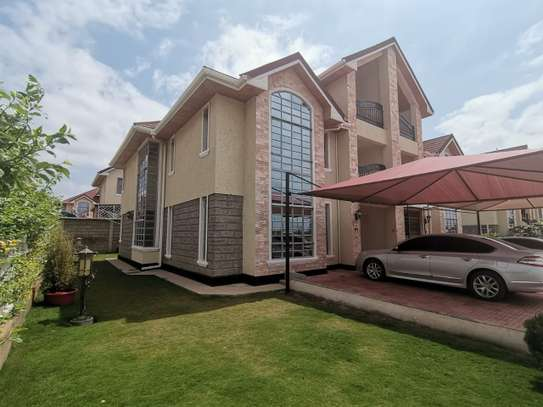 AN EXECUTIVE 5 BEDROOMS TOWNHOUSE WITH DSQ image 1