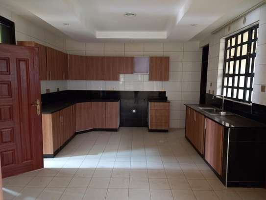 4 bedroom villa for rent in Lavington image 2