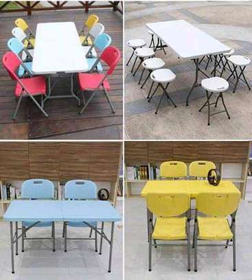 Foldable round table on offer of 3000