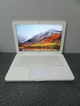 "Apple MacBook 13"" Core 2 Duo 2.4GHz, 4GB Ram, 250GB HD - White image 4"