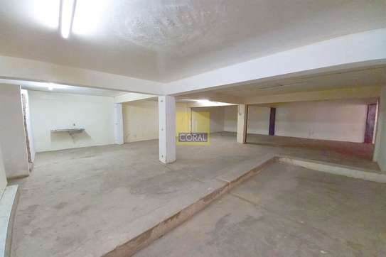 2140 ft² shop for rent in Industrial Area image 6