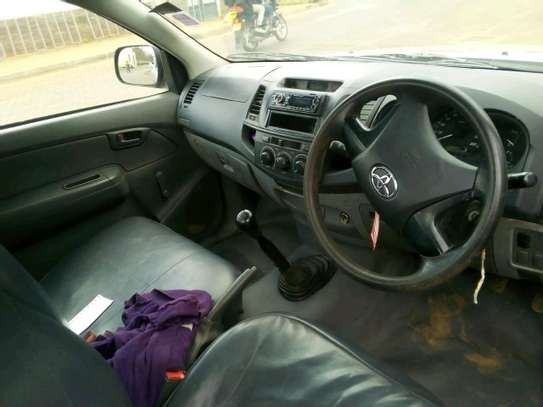 Quick sale Toyota Hilux/year 2015/manual image 4