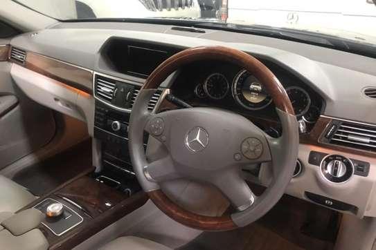 Mercedes-Benz 200E image 3