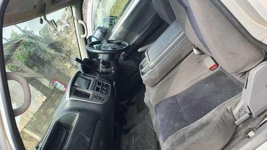 Nissan Caravan image 5