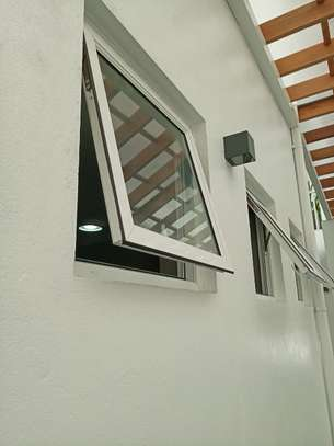 Frameless partition and aluminium windows image 9