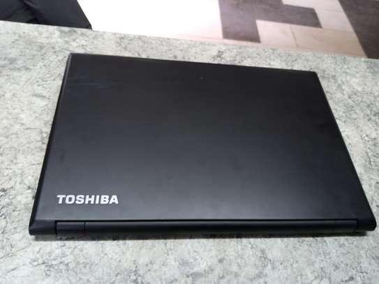 Toshiba satellite R35/ P Notebook image 4