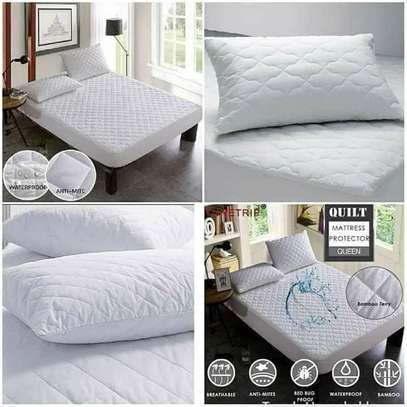 QUILTED WATERPROOF MATTRESS PROTECTOR image 4