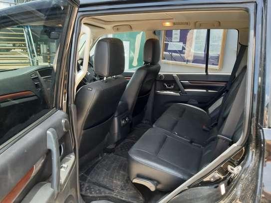 2013 Black Mitsubishi Shogun image 11