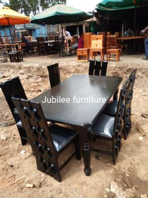 6seater dining table. image 5