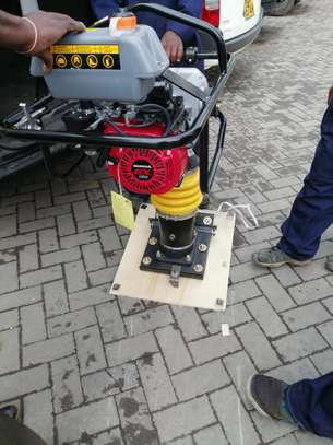 BRAND NEW TAMPING RAMMER WITH A HONDA ENGINE. image 4
