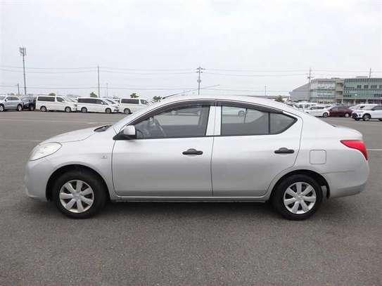 Nissan Tiida image 9