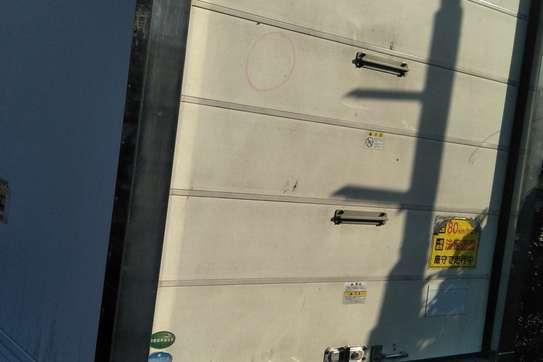 Isuzu ELF Truck image 9