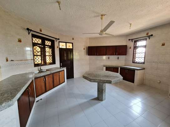 4 bedroom house for rent in Nyali Area image 18