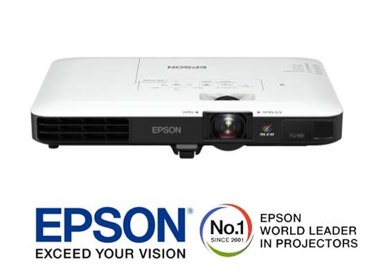 Epson  EB 1795F projector image 2