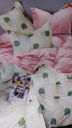 Binded duvet with 1 bedsheet n 2 pillowcases 6*6 image 4